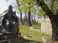 1 Krakau- standbeeld priester.jpg